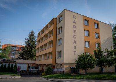 Mikroelektrárna Onsite Power - Bytový dům Radegast, Praha 6